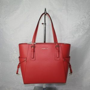 MICHAEL KORS VOYAGER EAST/WEST TOTE SEA CORAL